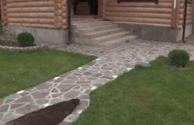 Дорожка из камня в ландшафтном дизайне