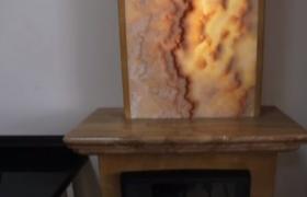Отделанный натуральным мрамором камин