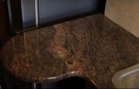 Столешница из мрамора коричневая