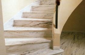 винтовая лестница со ступенями из керамогранита