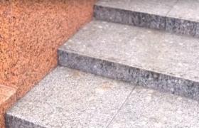 уличная лестница из серого гранита