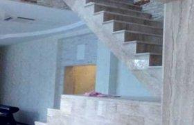 маршевая лестница из натурального камня (мрамор)