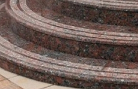 Ступени мраморной лестницы - форма закругленная