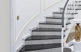 Лестница со ступенями из мрамора Forest Black