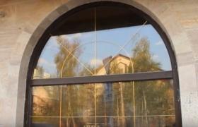 Облицовка фасада мрамором вокруг окна