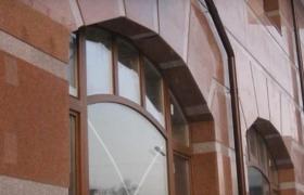Отделка мраморными плитами фасада - вариант отделки окна