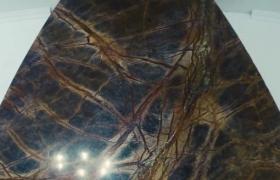 Облицовка верха камина мрамором