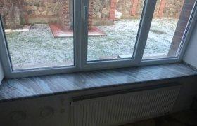 Мраморный подоконник для большого окна