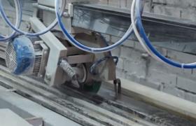 Процесс резки гранита на станке