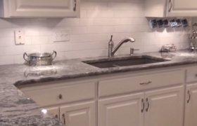 Столешница из мрамора для встроенной кухни с угловыми элементами