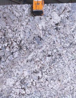 Гранитный слэб Beige White