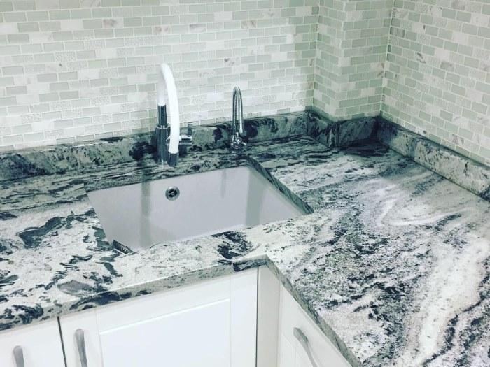 Столешница для кухни из мрамора Mercury White